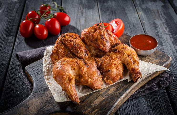 Цыпленок тапака на сковородке