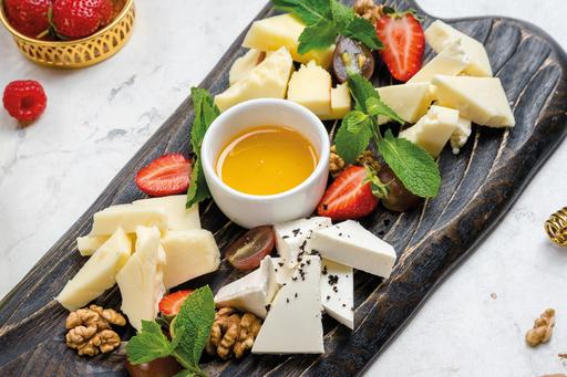 Ассорти из домашних сыров