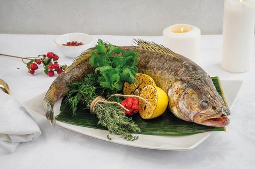 Судак, фаршированный лососем