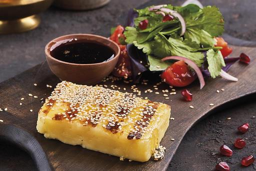 Жареный сыр Халуми с ташкенскими томатами