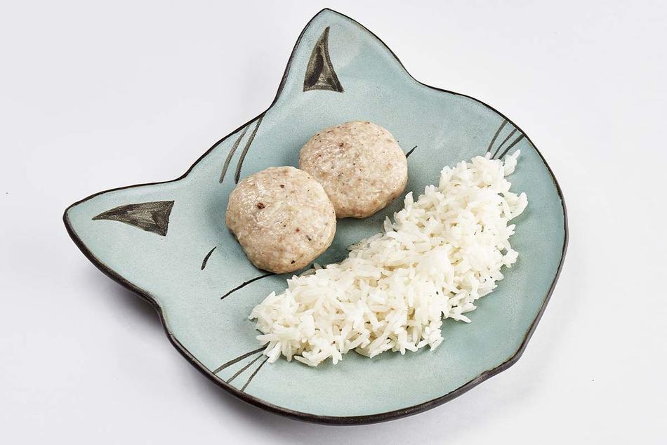 Куриные котлетки на пару с отварным рисом